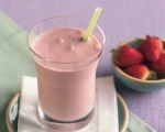 Strawberry-Pineapple Smoothie with Almonds