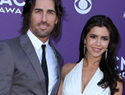 Jake Owen proposes to girlfriend onstage!