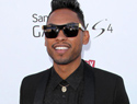 Miguel leg slams fan at Billboard Awards