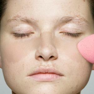 9. Cakey foundation - Top 10 Makeup faux pas