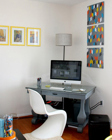 corner office vert 5 Fabulous Ways to have an Office in your Living Room 5