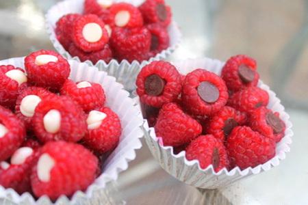 Chocolate-stuffed raspberries