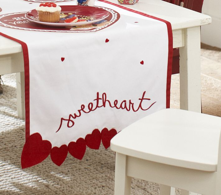 Perfect Valentineu0027s Day Table Runner