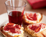 Broiled tomato toasts