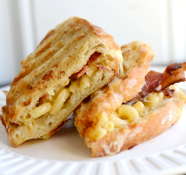 Bacon mac and cheese grilled cheese